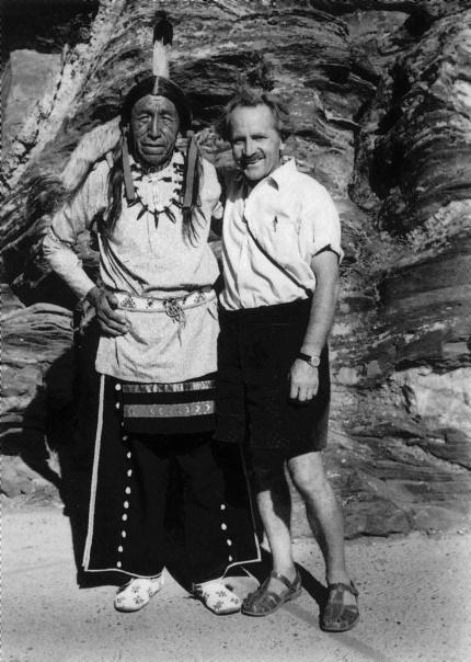 Anfangs der Fünfziger Jahre lernte Alfred Vogel den Sioux Häuptling Black Elk kennen und durch ihn, die für die Sioux-Indianer heilige Pflanze, die Echinacea. Echinacea purp
