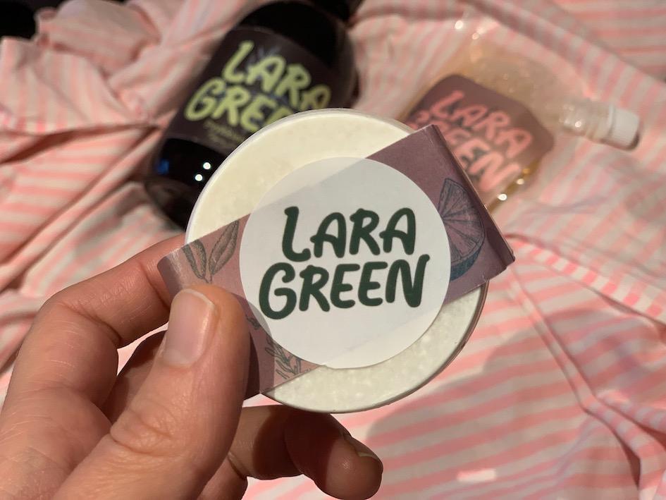 Lara Green, luonnonmukaiset pesuaineet, kotimainen ekologinen pesuaine, ekologinen yleispuhdistusaine, etikka siivouksessa, etikka pyykinpesussa, vegaaniset pesuaineet, vegaani pyykinpesuaine, ekologinen lattianpesuaine, ympäristöystävälliset pesuaineet, ympäristöystävällinen tiskiaine, ekopesuaineet, kotimainen pesuaine, ekologinen siivous