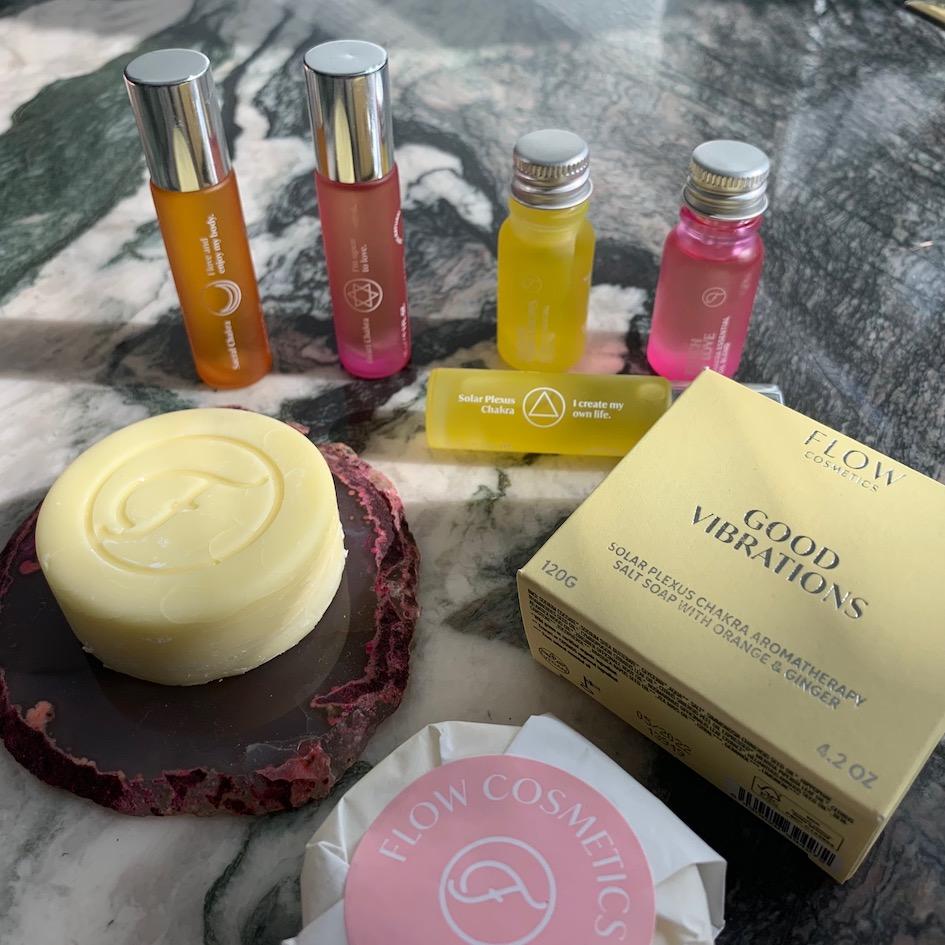 Flow Kosmetiikka, eteerinen öljy, eteeriset öljyt, aromaterapia, chakra, Chakra, zero waste, luonnonkosmetiikka, vegaanikosmetiikka, vegaaninen